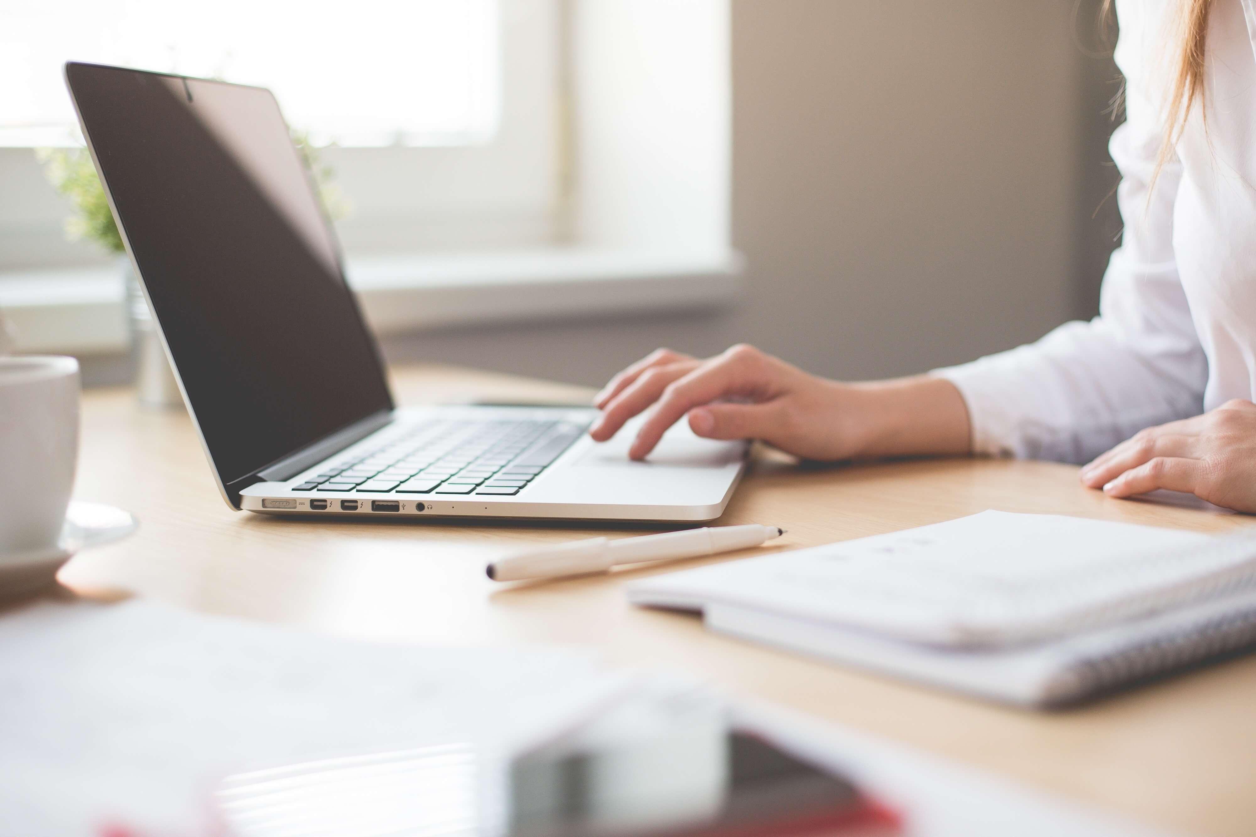 image of women using a mac for making tax digital blog